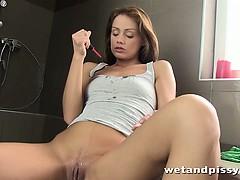 sophie-lynx-likes-a-good-pee-before-masturbating