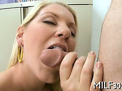 mature-babe-gives-wild-oral-sex