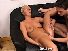 blondie-mature-having-vagina-fisted-hard