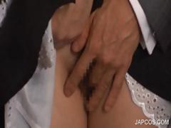 japanese-maiden-gets-fingered