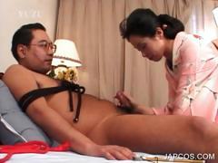 asian-geisha-giving-blowjob-to-tied-up-guy