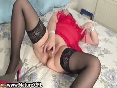 Older horny housewife gets her pussy part4