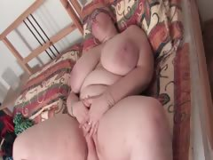 mature-bbw-vibrating-her-horny-cunt