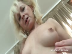 blonde-mature-hottie-finger-fucking-starving-twat